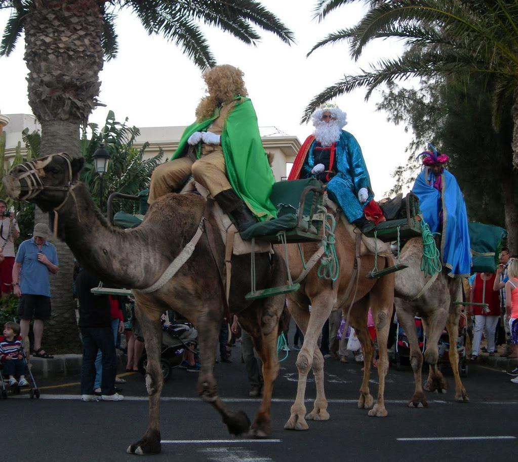 i tre Re Magi a cavallo dei loro cammelli