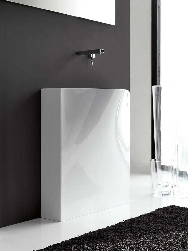 Lavabo minimalista de meneghello paolelli associati for Lavabo minimalista