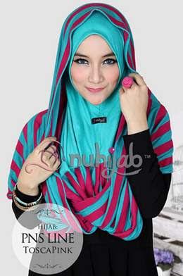 Contoh model Hijab Modis dengan Motif Garis