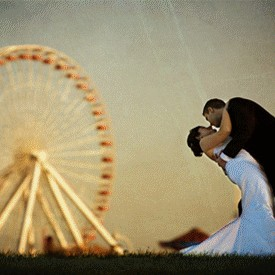 Ferris wheel couple