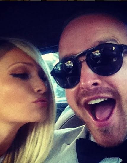 Аарон Пол и его девушка не стесняются своей любови, и во всю тиражируют ее в социальных сетях