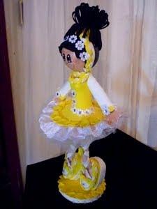 Bailarina em amarelo e branco