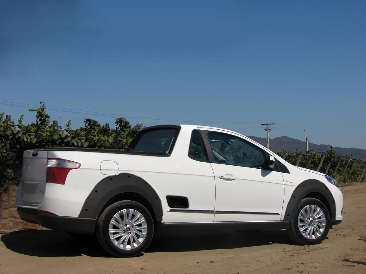 novo Fiat Strada 2014 lateral
