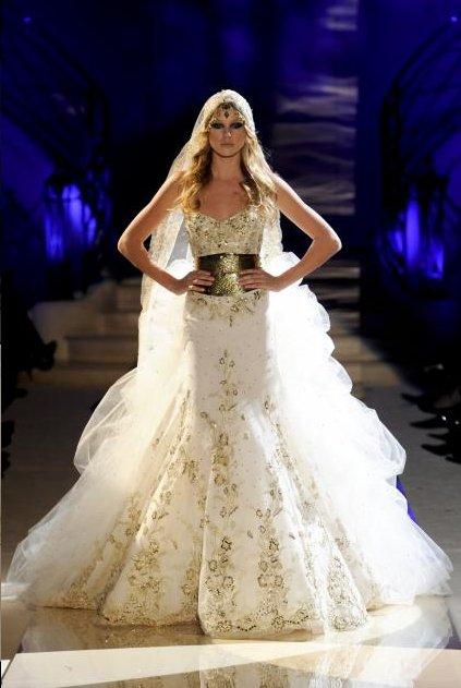 Saher Dia nous livre ici une robe de mariée orientale toute en ...