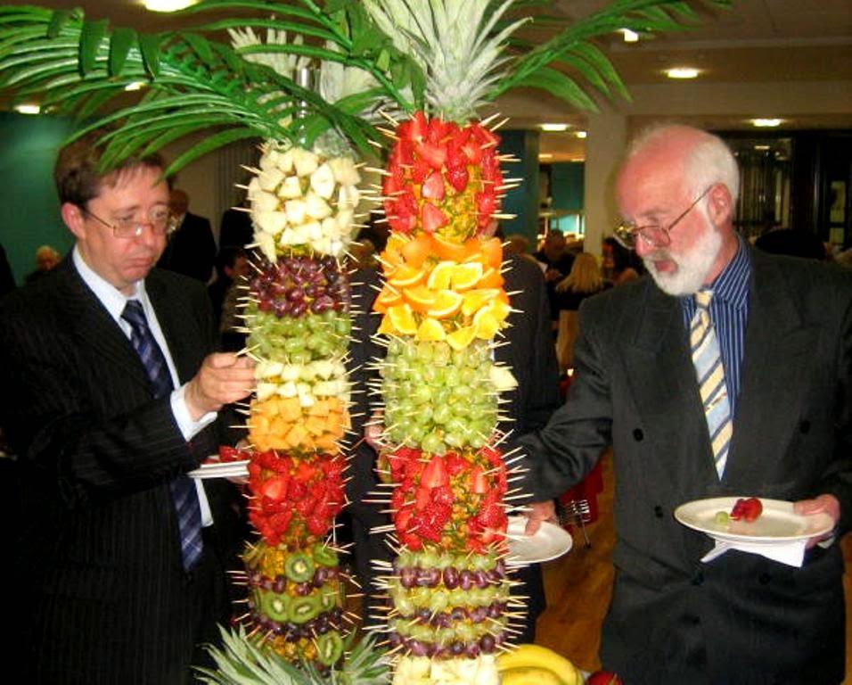 Decoracion de palmera con frutas para fuente de chocolate