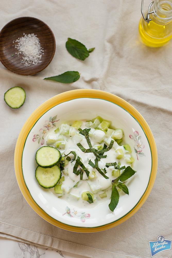 Sałatka z ogórków i jogurtu przepis