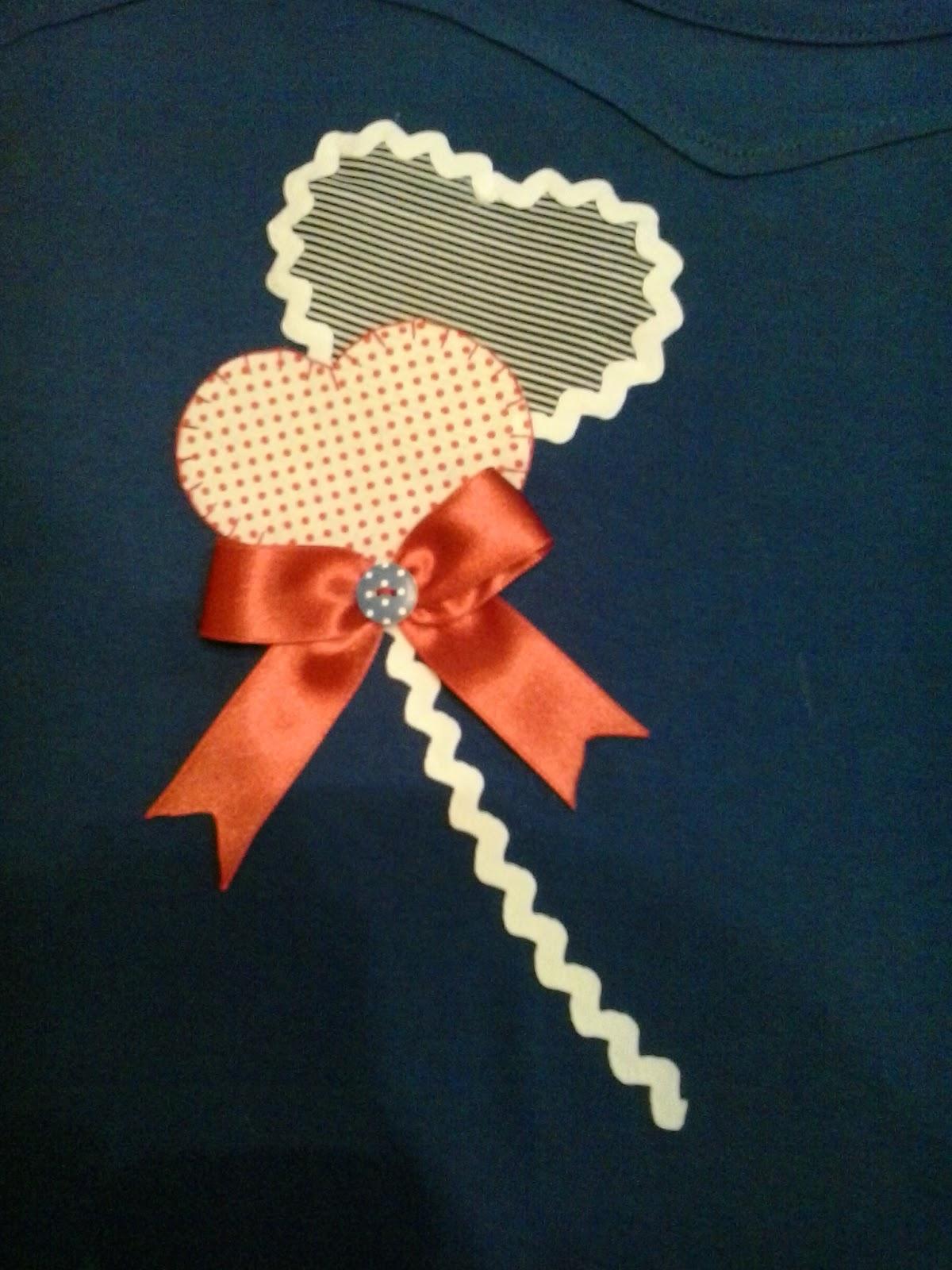 camiseta con detalle de corazones