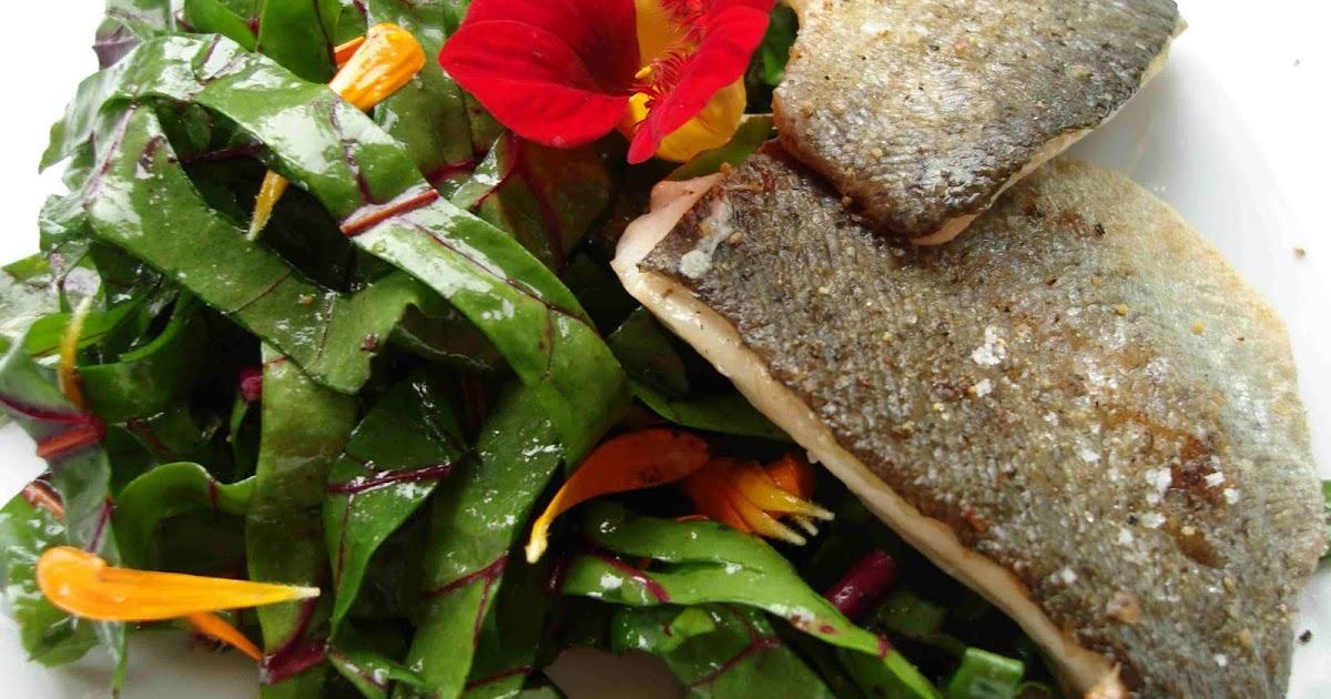 bushcooks kitchen forelle knusprig auf der haut gebraten rote bete bl ten salat. Black Bedroom Furniture Sets. Home Design Ideas