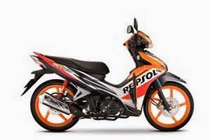 otoasia.net - PT Astra Honda Motor (AHM) meluncurkan dua model baru motor bebeknya, yakni Honda BladeFI. motor baru tersebut diluncurkan dalam tiga varian, yakni Repsol, R, dan S. Masing-masing dibanderol Rp 16,05 juta, Rp 15,85 juta, dan Rp 15,35 juta on-the road Jakarta.