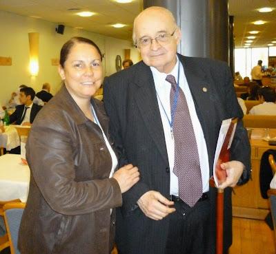 La Dra. Graciela Gómez junto a Eduardo Pigretti.