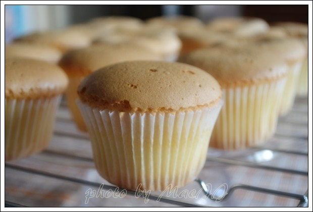 cooking and baking with maejj vanilla sponge cupcake