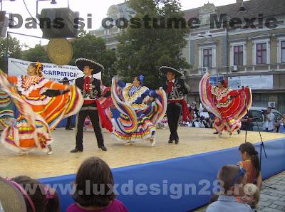 La Cucaracha muzica si dans mexican dansat de mexicani
