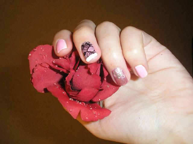 Ногти с маникюром кружево