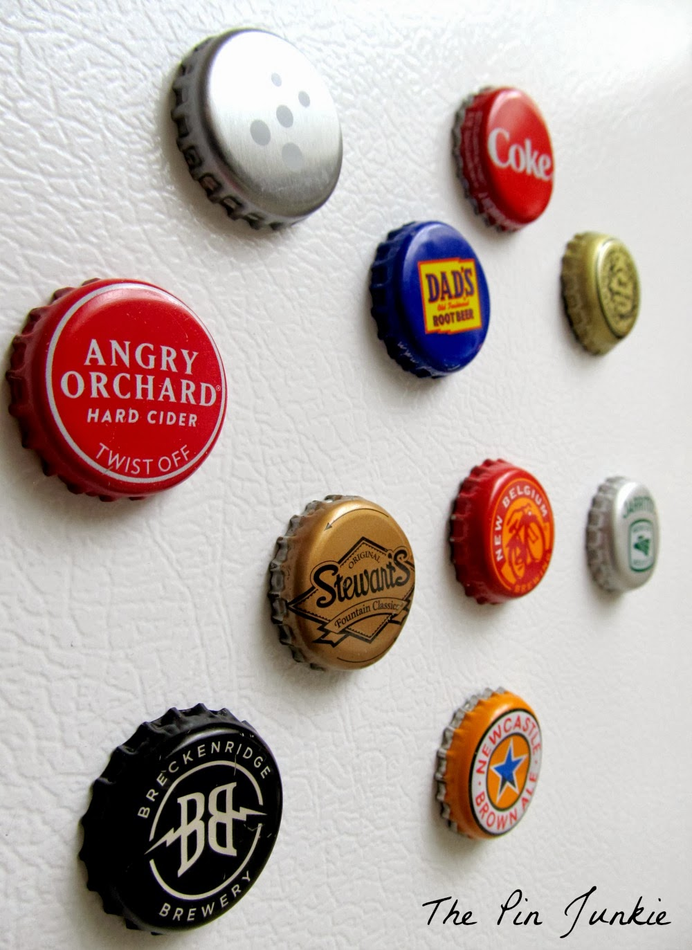 http://www.thepinjunkie.com/2014/02/bottle-cap-magnets.html