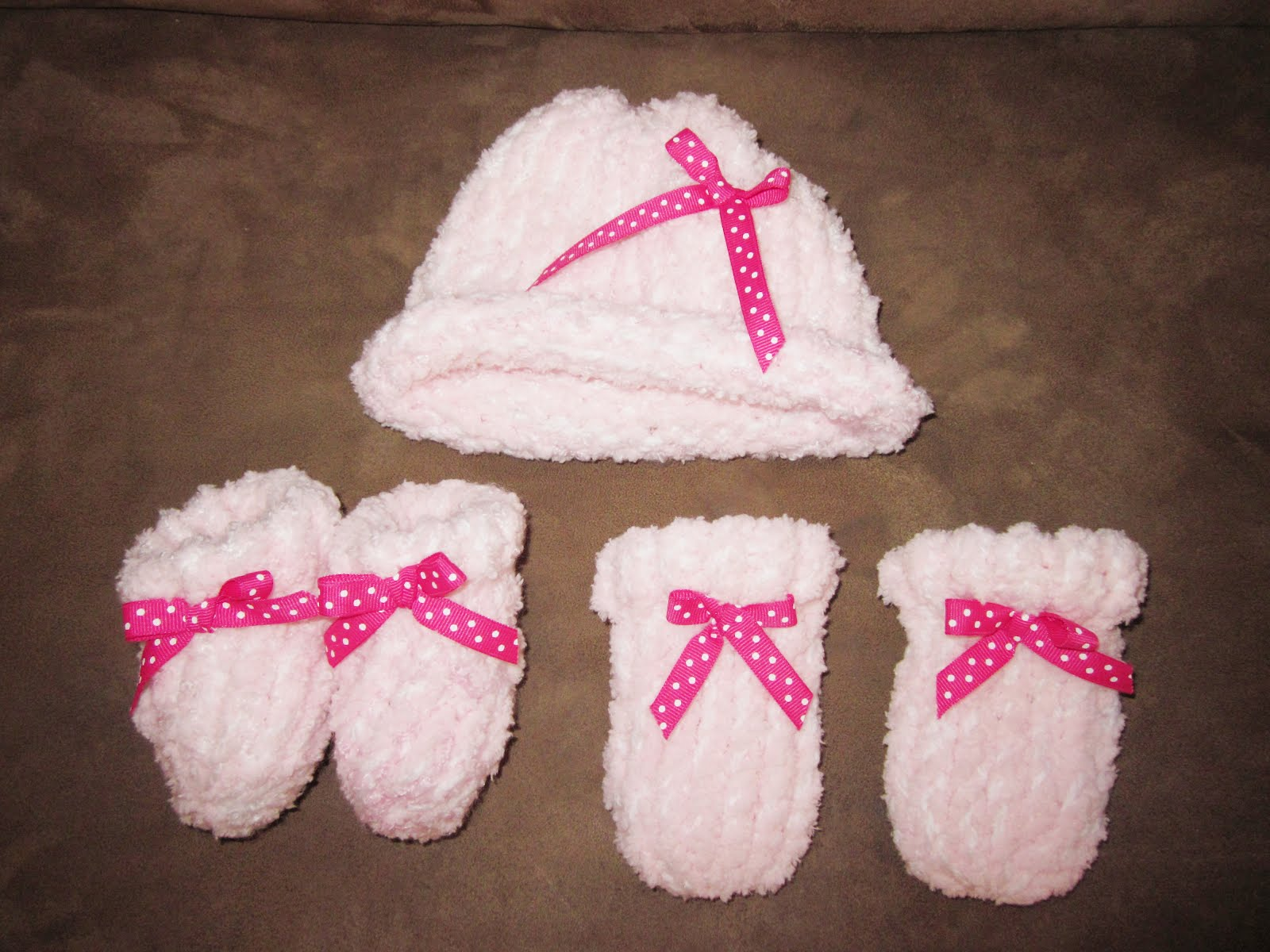 Knitting Pattern For Baby Hat And Mittens : Tricks of the Trade: Loom Knitting, Newborn Baby Hat, Newborn Baby Booties, N...