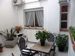 Codigo=R.584..Recoleta.Charcas y Ecuador  ( 2 ambientes 2/3 personas .c/patio