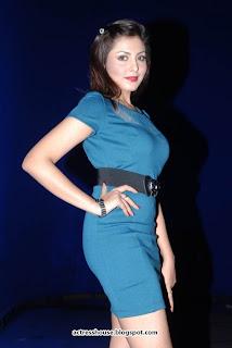 Madhu Shalini hot miniskirt stills