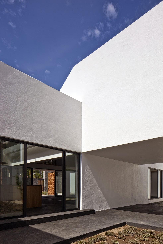 Rumah dengan Perpaduan Lokalitas dan Modernitas 20