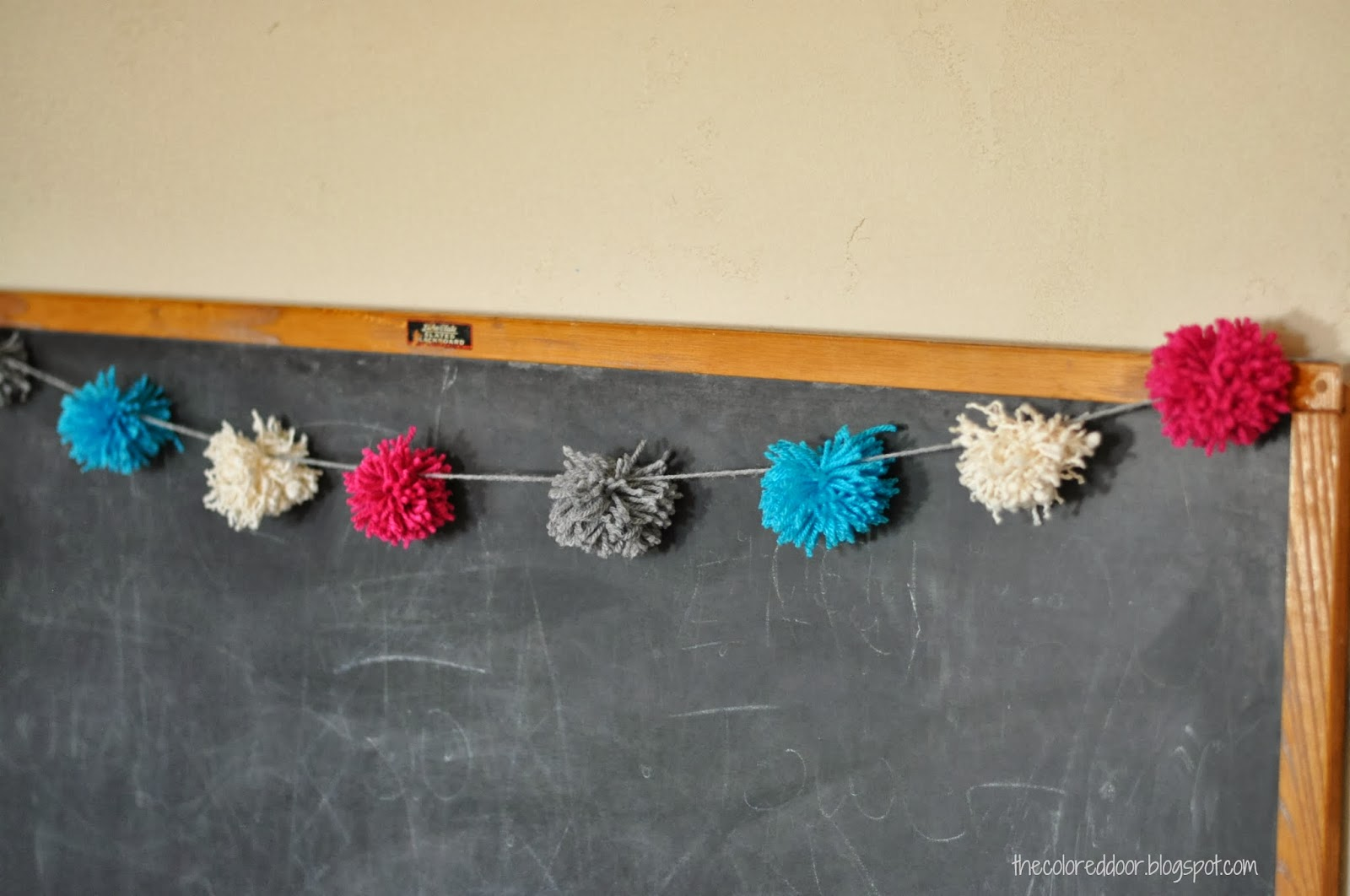 DIY yarn pom poms - the colored door