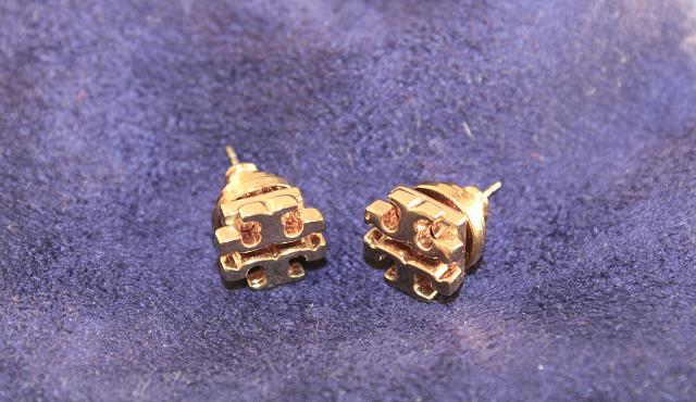 tory burch small logo stud earrings gold