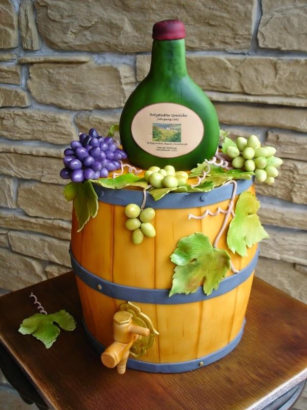 Weinfass aus Kuchen mit essbarer Deko