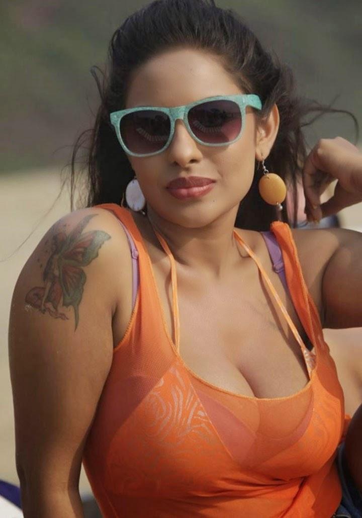 Srilekha Cleavage Show Ester Noronha Blog