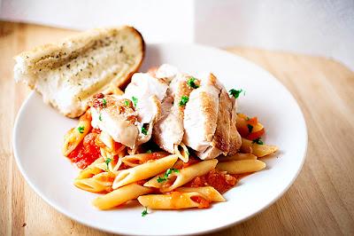Chicken Breasts w/ Penne & Garlic & Herb Tomato Sauce