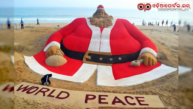 Sudarsan Pattnaik Creates World`s Tallest *Santa Claus* Sand Sculpture