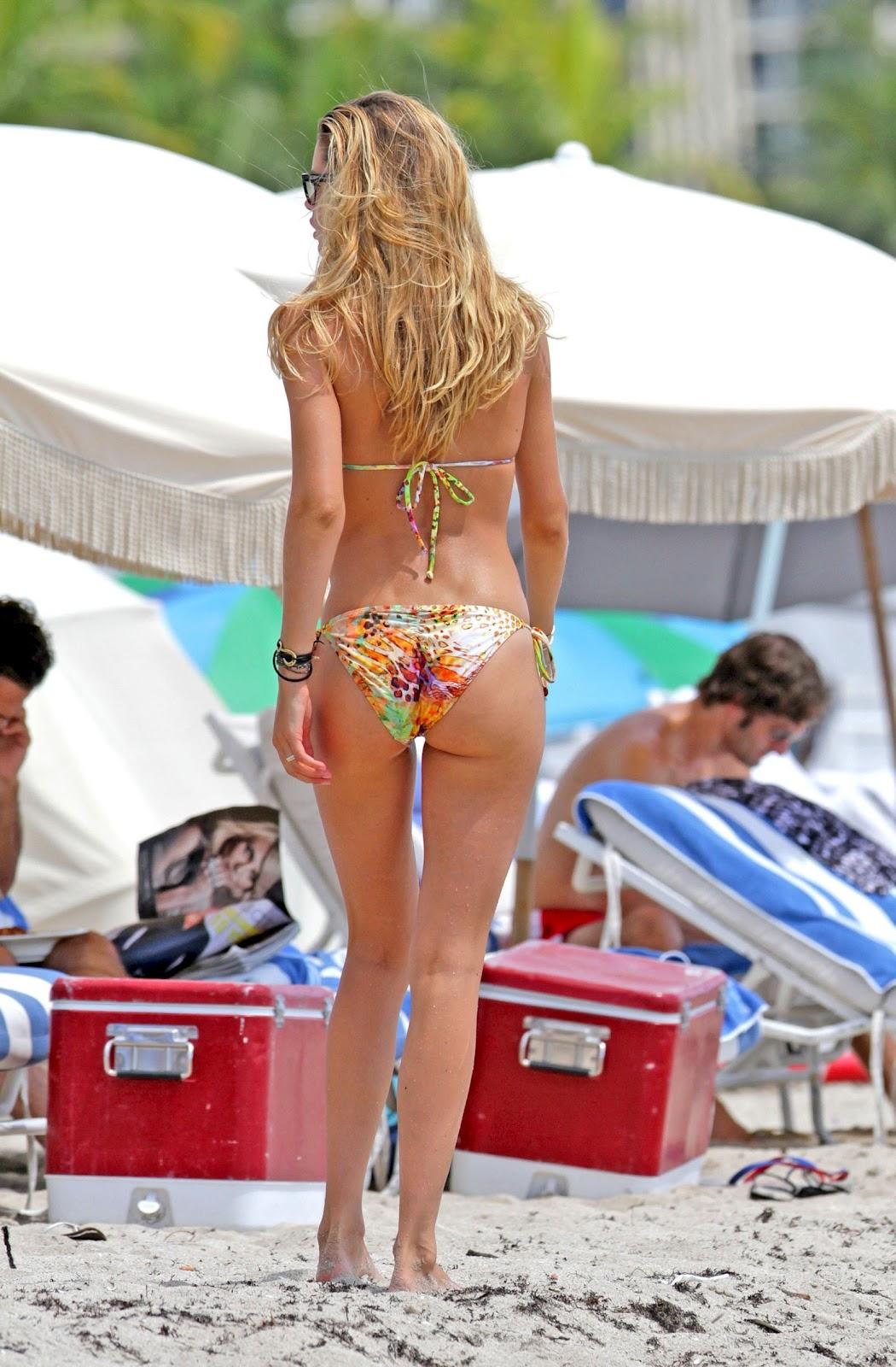 http://2.bp.blogspot.com/-17HUeKTMuKo/UDubDjzgYFI/AAAAAAAAbtk/LKl4iHcRomU/s1600/Doutzen+Kroes+Bikini+Candids+in+Miami+-+August+18,+2012+02.jpg