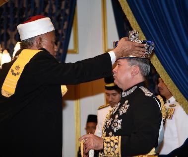 Gambar Dan Video Istiadat Kemahkotaan Sultan Johor 2015