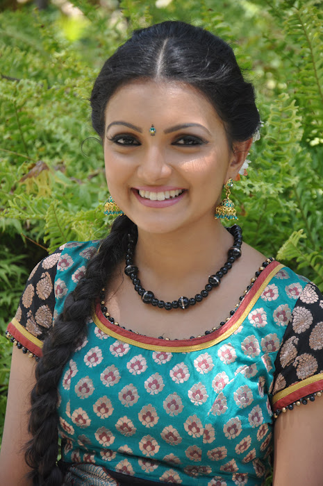 saranya mohan photo gallery