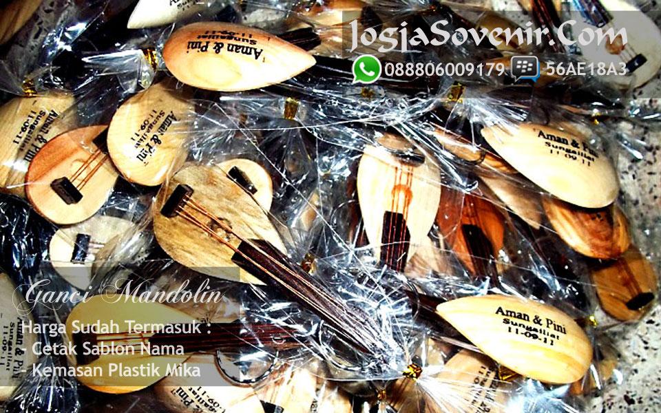 Souvenir Gantungan Kunci dari Kayu souvenir pernikahan rp 1000