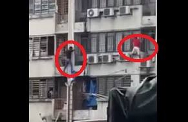 Video: Warga Asing Dicekup Buat Aksi 'Ala-Spiderman'