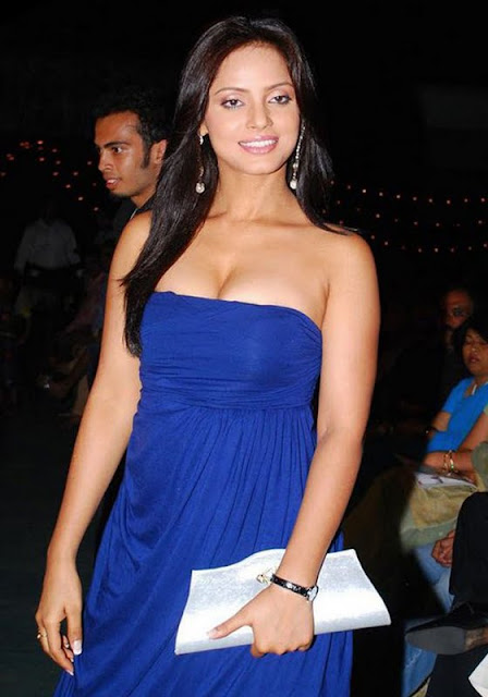 http://2.bp.blogspot.com/-17mh9yq7lIc/Ta_YSTzLZnI/AAAAAAAAHng/TovMehWDCHA/s1600/neetu_chandra_hot_stills_blue_dress_3-0024_Indian%2BMasala_01indianmasala.blogspot.com.jpg