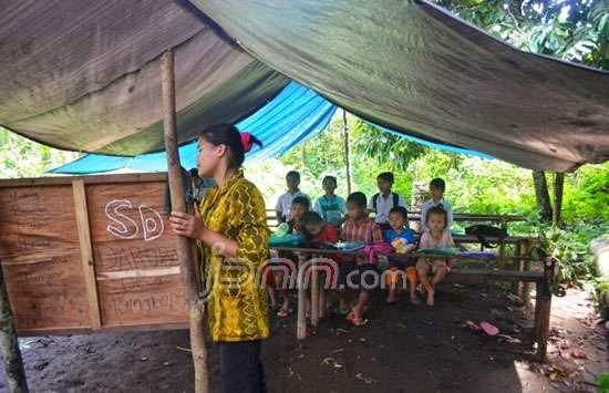 Foto2 sekolah darurat di Kecamatan Halong, Kabupaten Balangan Kalsel