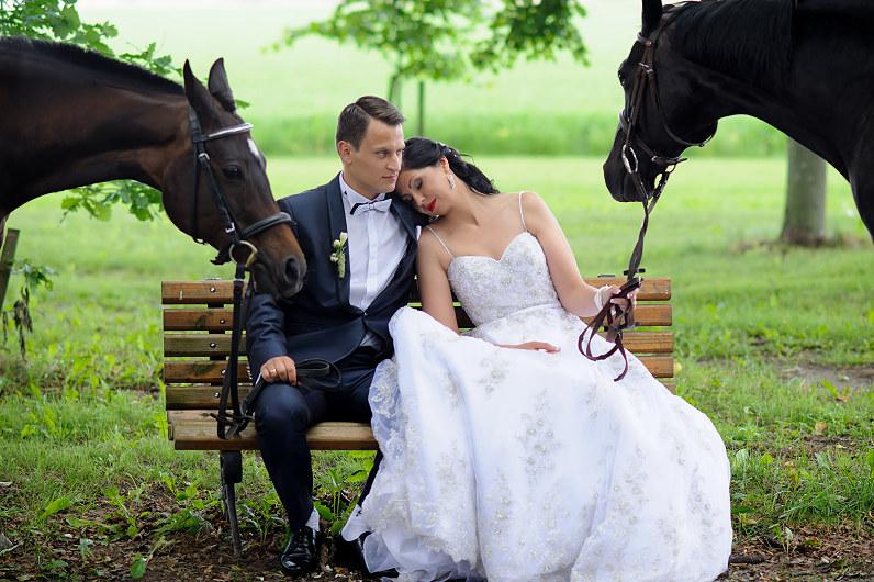Vestuvių fotosesija su žirgais Bistrampolio dvaro parke