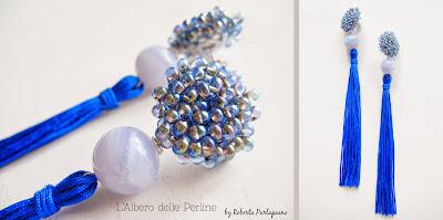 Foto still life orecchini con nappa cobalto.