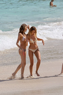 Behati+Prinsloo+Pink+Bikini+Pictureshoot+Candid+Pictures+In+the+Caribbean+028.jpg