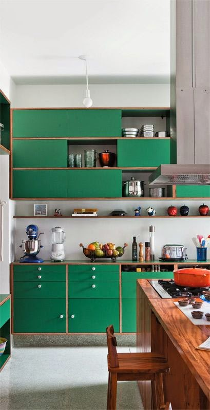 Cozinhas coloridas já pensou num tom azul esverdeado na cozinha?  Jeito de  # Armario De Cozinha Verde E Branco