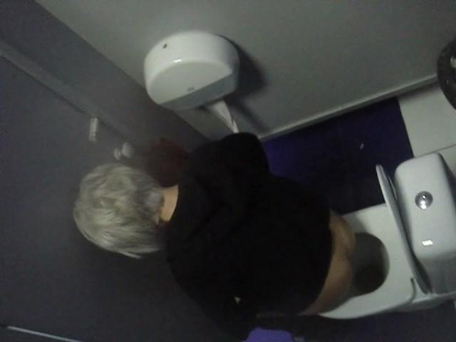 Voyeur Zone: Risky toilet voyeur
