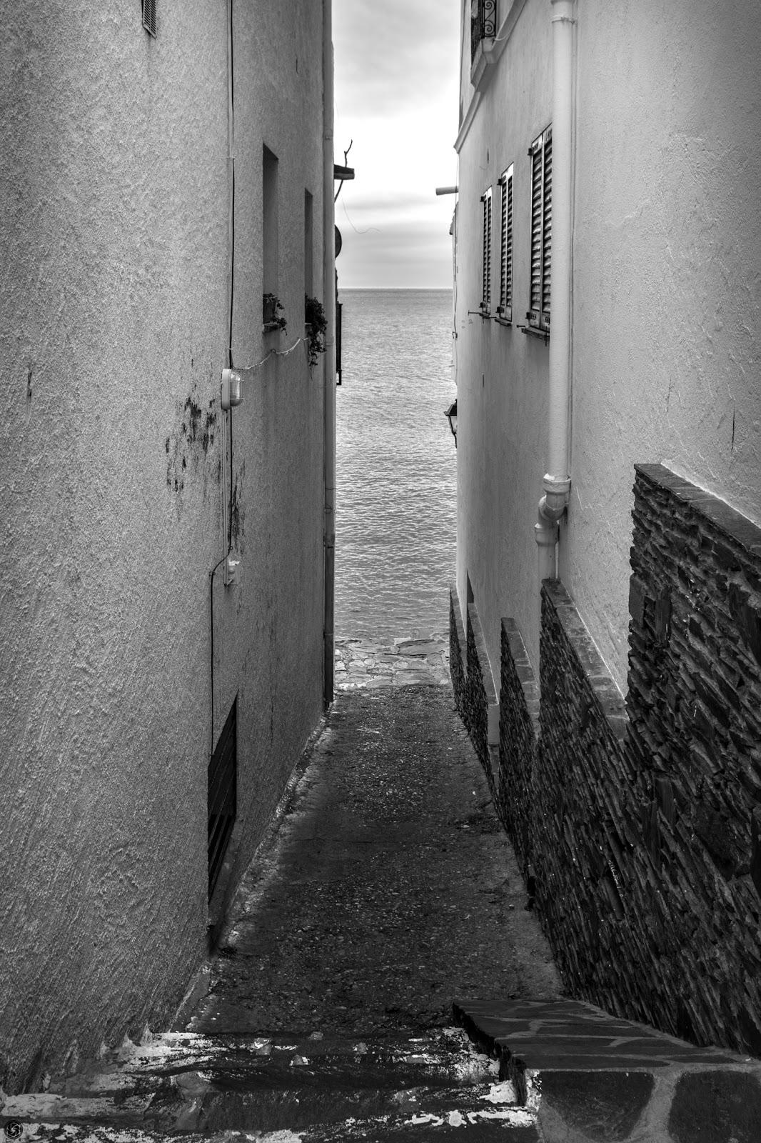Callejón al mar :: Canon EOS 5D MkIII | ISO100 | Canon 24-105 @32mm | f/8.0 | 1/40s