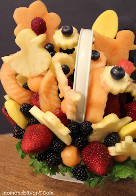 fruit, centerpiece, edible arrangement, diy, recipe, how to make, pineapple, grapes, berries,melon