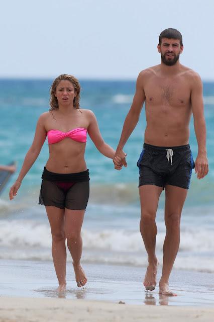hot Shakira in Bikini
