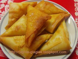 Τα φαγητά της γιαγιάς - Τυροπιτάκια τρίγωνα τηγανιτά ή ψητά