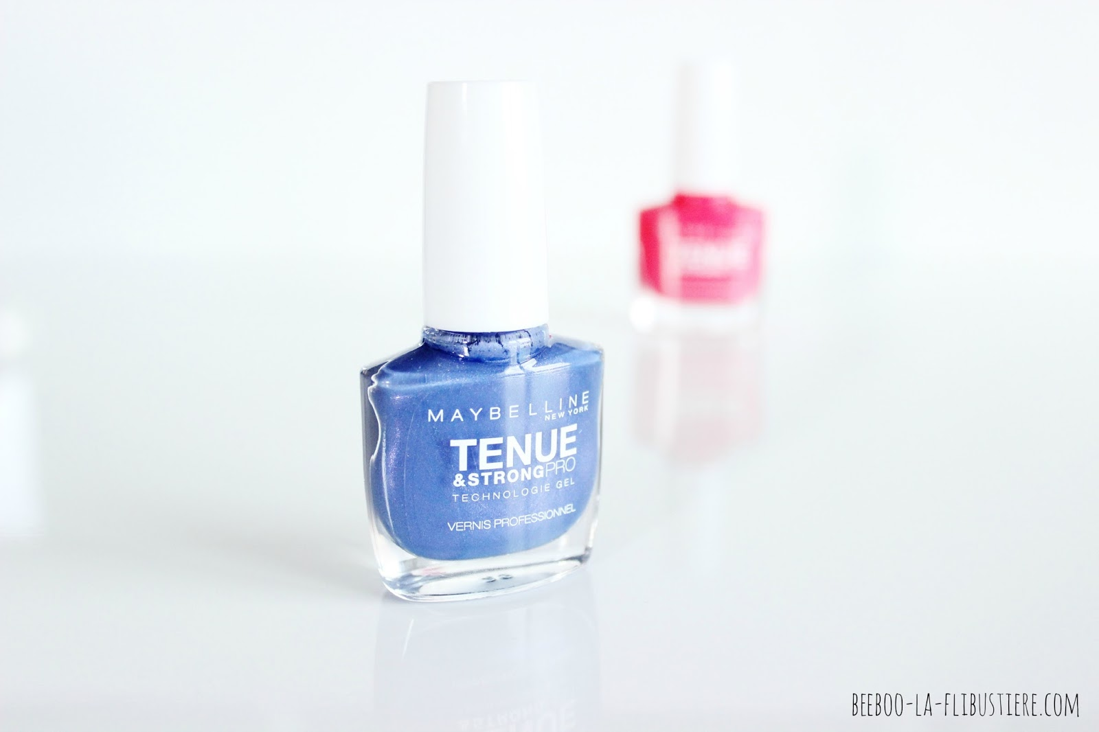 tenue & strong pro maybelline 645 Viva blue violet