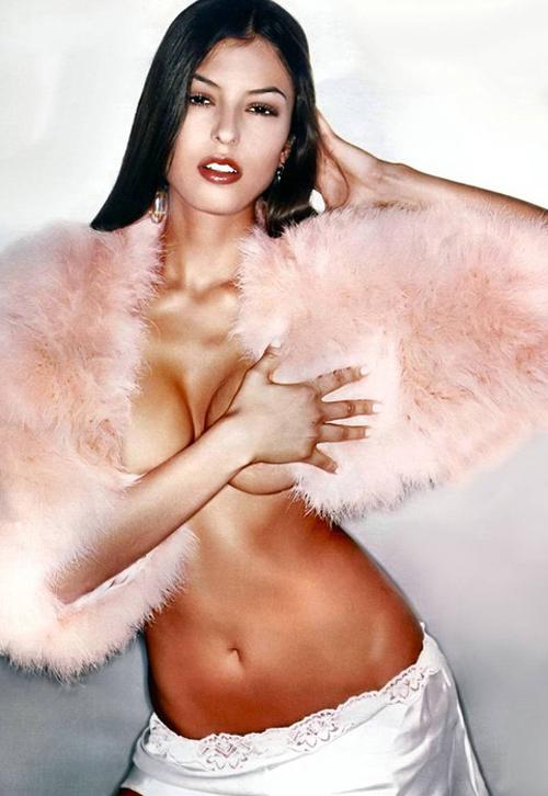 Italian Model Sara Tommasi