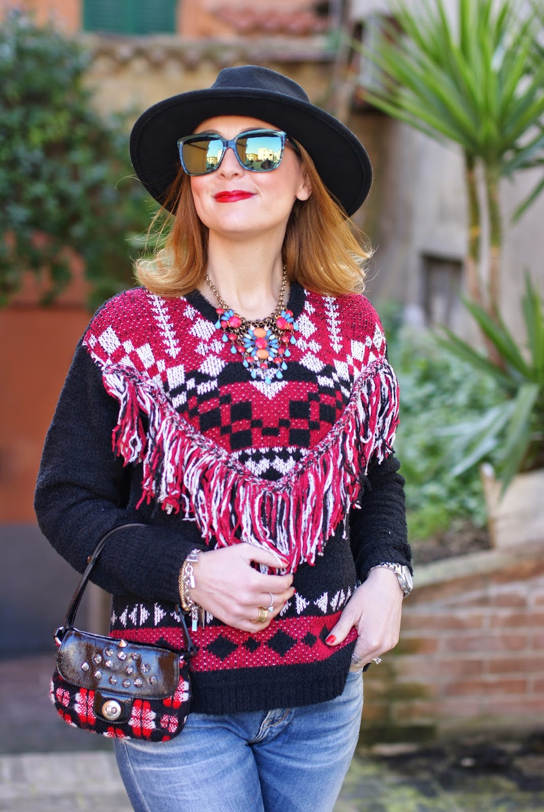 Ethnic fringed sweater from Monki, Hype glass, casual ethic look on Fashion and Cookies fashion blog, fashion blogger