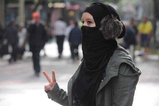 Polícia obteve novo poder em forçar as mulheres muçulmanas de burca para revelar rosto