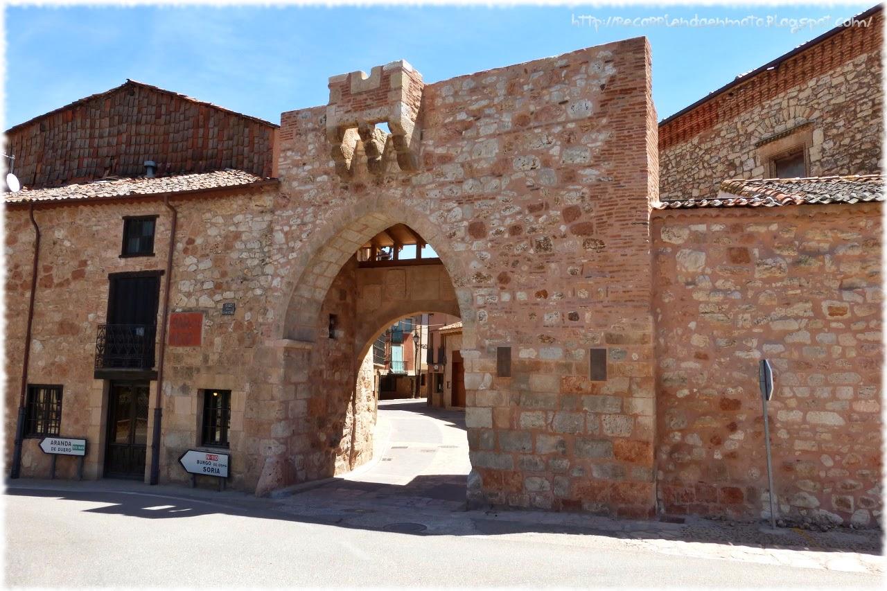 Arco de entrada, Ayllón