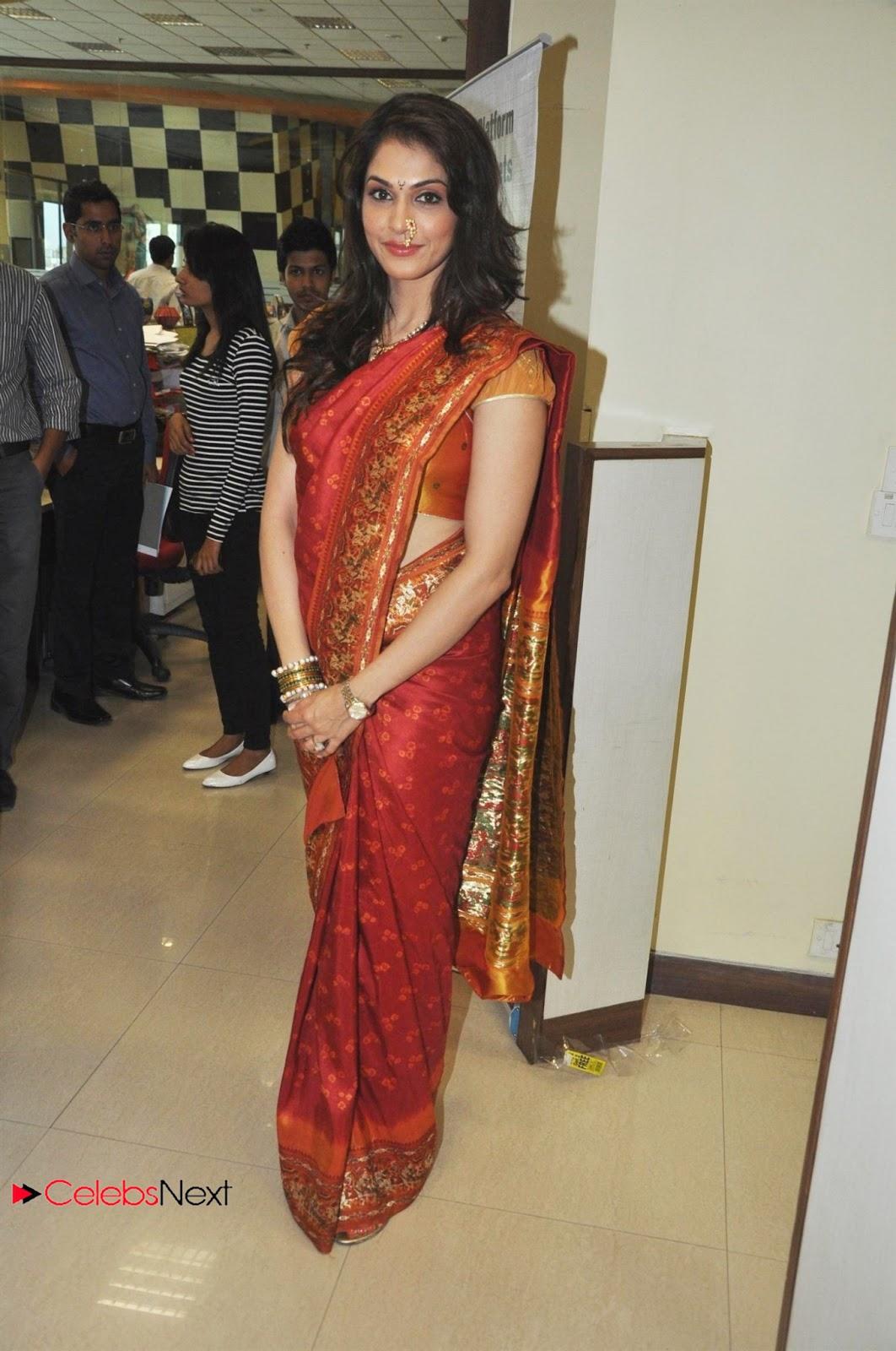 http://2.bp.blogspot.com/-1AlOPffvXQ0/UWkA_cXgDrI/AAAAAAAAZhw/iENjQre5REE/s1600/Isha+Kopikar+Psuperos+in+Saree+Celebrating+GUDI+PADWA+at++Big+FM+Studio+in+Mumbai+CelebsNext+0008.jpg